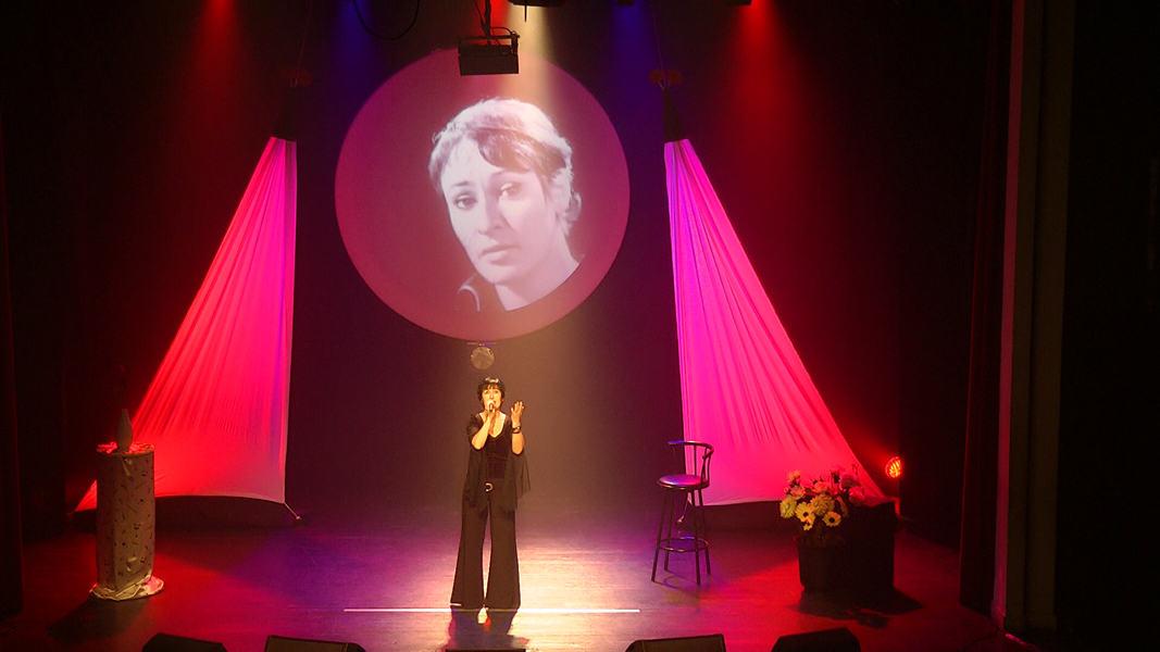 """Martine chante """"Une petite cantate"""" de Barbara"""