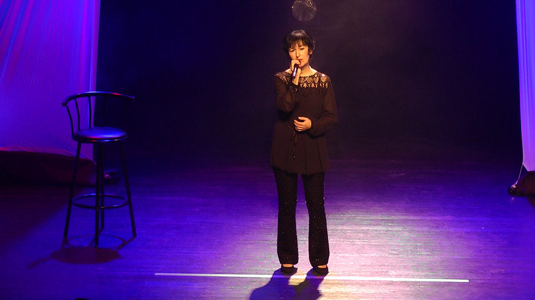 "Martine chante ""Mon enfance"" de Barbara"
