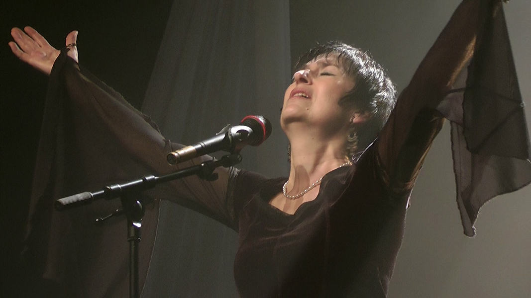 "Martine chante ""L'aigle noir"" de Barbara"