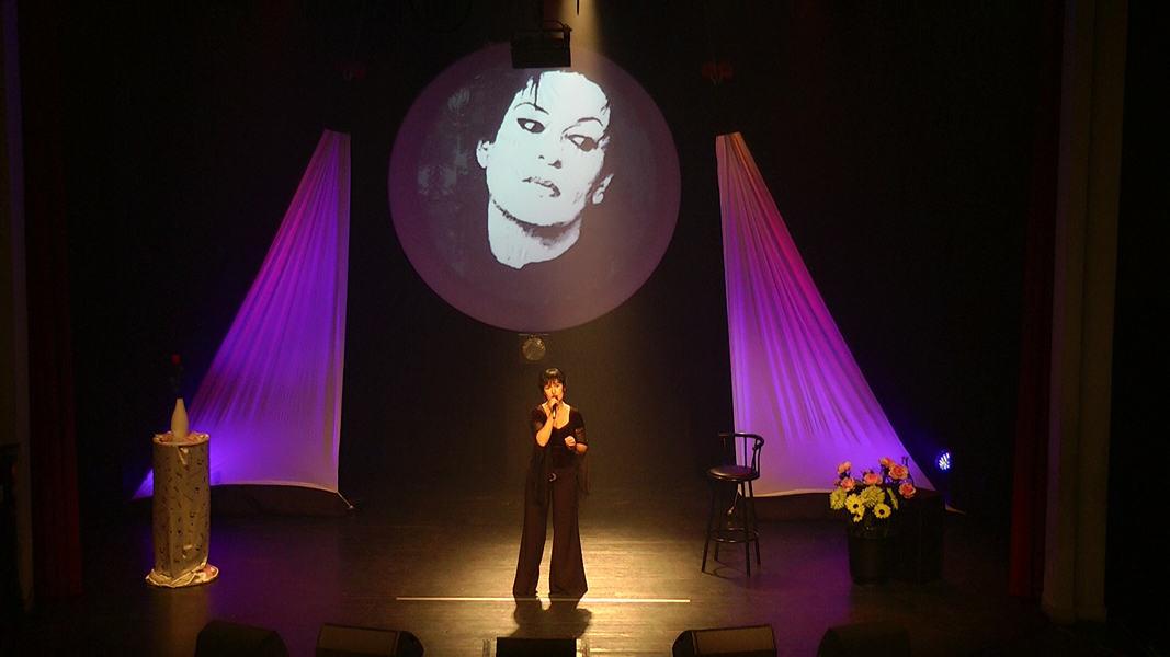 """Martine chante """"Le mal de vivre"""" de Barbara"""