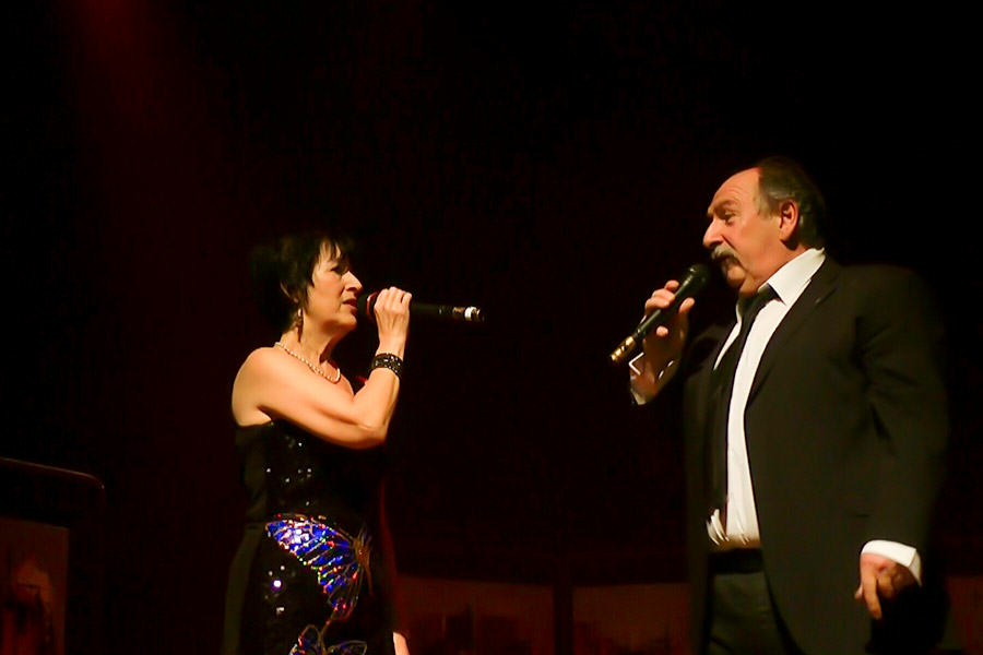 Martine et Patrick chantent
